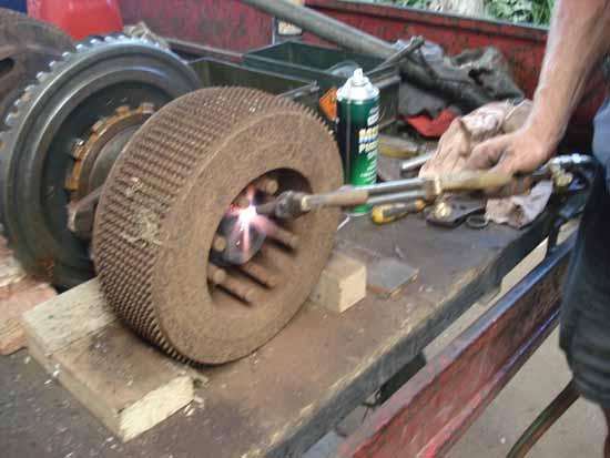 Caterpillar D4 series bulldozer steering clutch problem