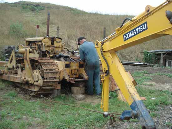 Caterpillar D4 series bulldozer steering clutch